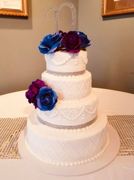 A couple wedding cakes from this weekend! Hope everybody has a good week!