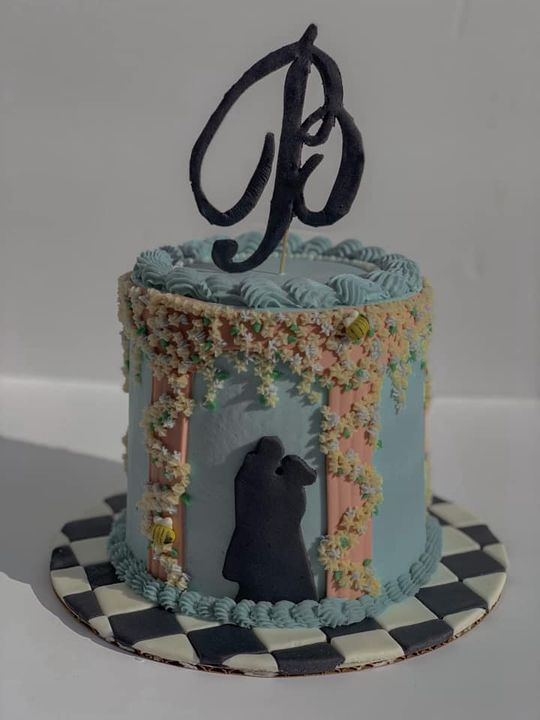 The latest Whistledown has arrived: Dearest followers, it is with great honor that we present to you our latest cake cre...
