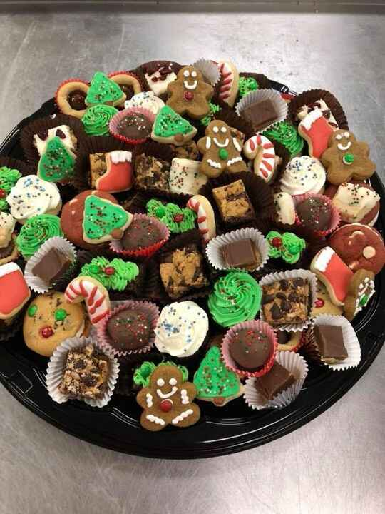 These trays are great for parties and gifts! 🎄🎄