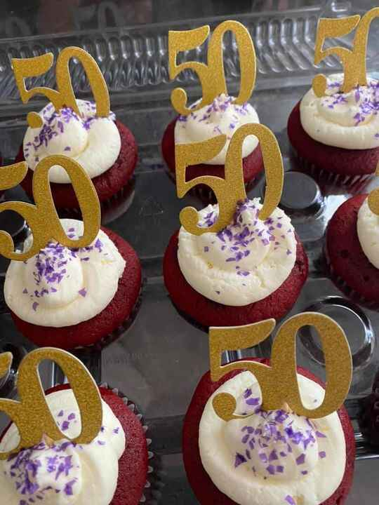 Having a birthday parade to celebrate that special someone's birthday while keeping socially distant?? Order some cupcak...
